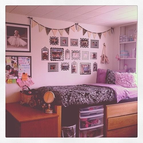 25 cool ideas for decorating your dorm room for Cute dorm bathroom ideas